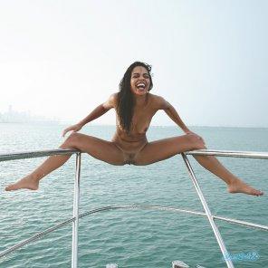 amateur photo Happy Boat View!!