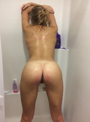 amateur photo Shy girl in the shower