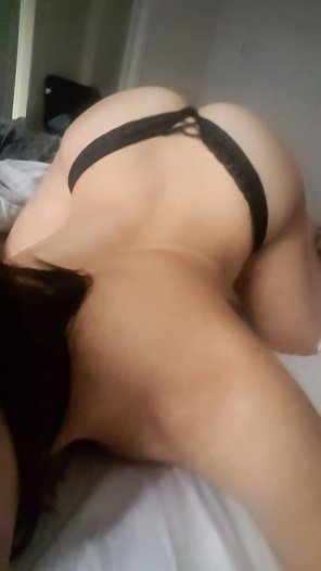 amateur photo [F]ace down, ass up - the best way to start my day 😊