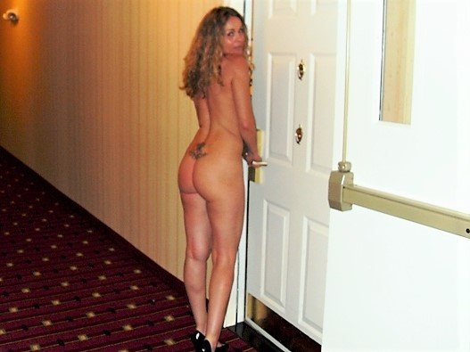 My Wife Kelly S 7 11 Ass Locked Out Of Her Hotel Room Porn Pic