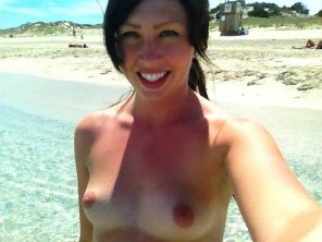 amateur photo selfie-topless
