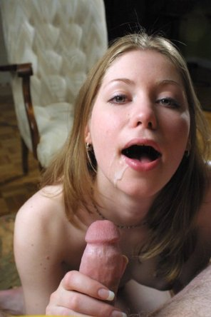 amateur photo cum on mouth