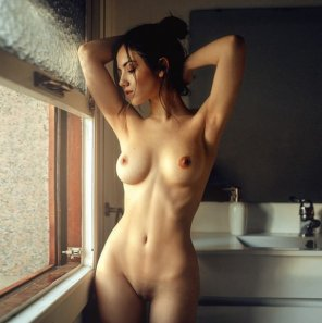 amateur photo Perfect Body ratio at the window