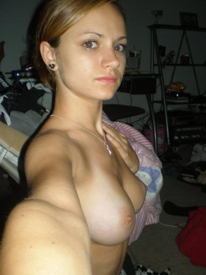 amateur photo Blonde topless selfie