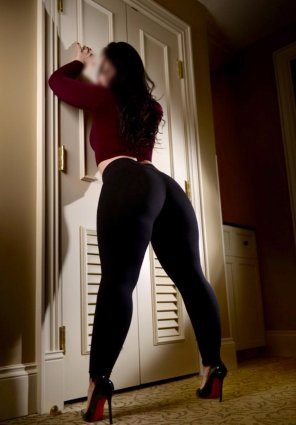 amateur photo I love yoga pants