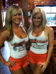 amateur photo Hooters girls
