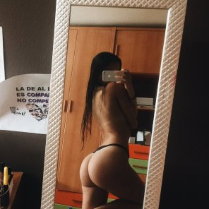 amateur photo Ass in the mirror