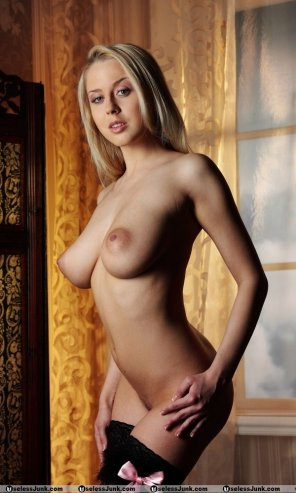 amateur photo [Image] Blonde with nice tits and slightly puffy nipples