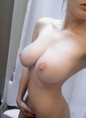 amateur photo Busty Selfie