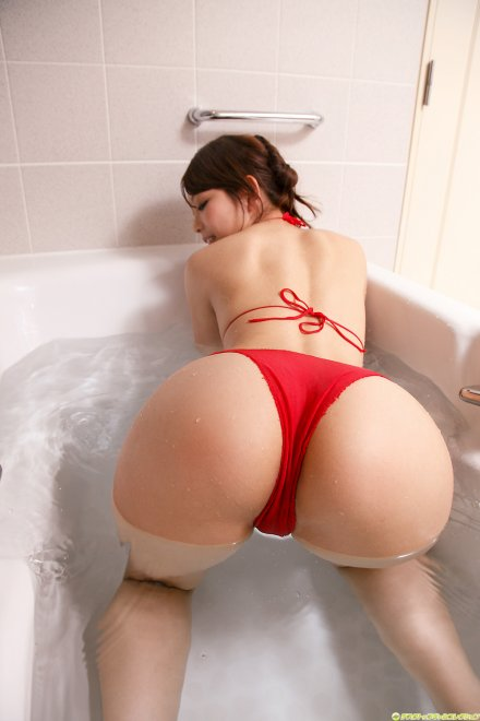 Bathtub booty Porn Photo