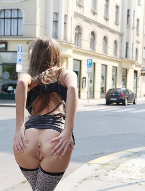 amateur photo Spreading it on the street