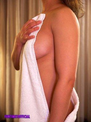 amateur photo Should I drop the towel? [F]