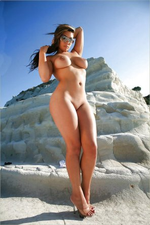 amateur photo Hot girl on a hot day