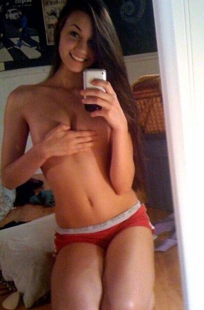 amateur photo Hand bra selfie