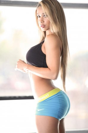 amateur photo Lais De Leon in Yoga Shorts