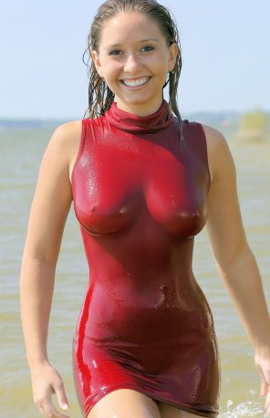 amateur photo Wet dress accentuates her curves