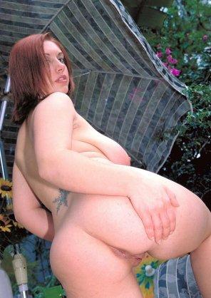 amateur photo Katt Messina showing her rear