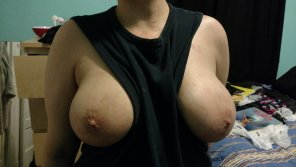 amateur photo IMAGE[IMAGE] I love the way my girlfriend's breasts stay in place.