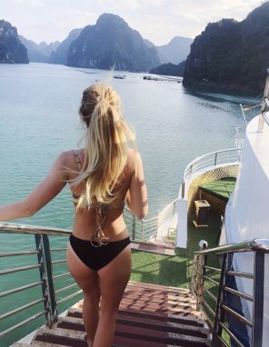 amateur photo Cali teen in Vietnam