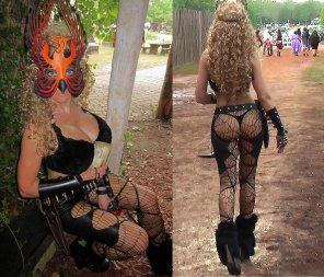 amateur photo Girl seen walking around at renaissance faire - video in cimments