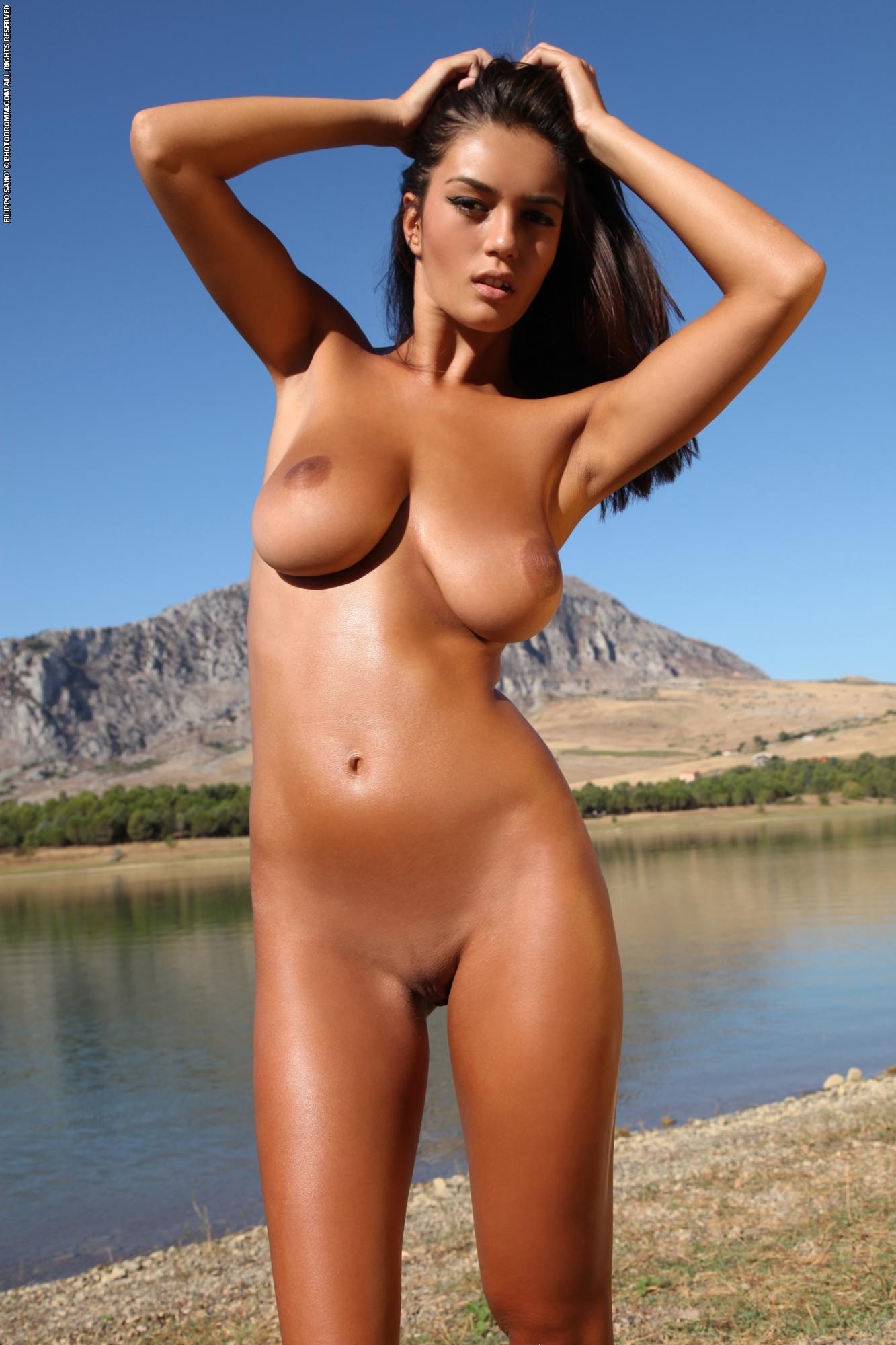 Savanas nude ela Cherry Nudes
