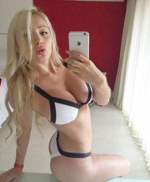 amateur photo Blonde iPhone selfie