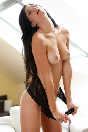 amateur photo Raven haired hottie