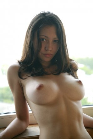 amateur photo Perfect and perky natural tits