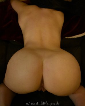 amateur photo I've been told I have a huge ass [f]or a tiny girl. :o