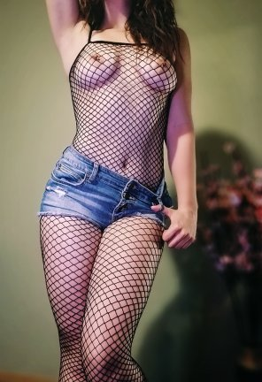 amateur photo This 5'2 petite has fallen in love with fishnets 💋 [F21]