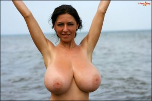 amateur photo This woman has large breasts