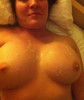 amateur photo On her tits