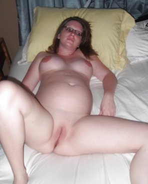 amateur photo Preggo Innie