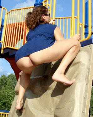 amateur photo I want to play on her jungle gym.