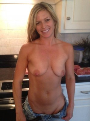 amateur photo Cute Little Milf