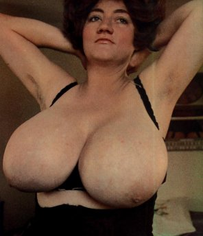 amateur photo Ye olde tyme bosom camera maiden