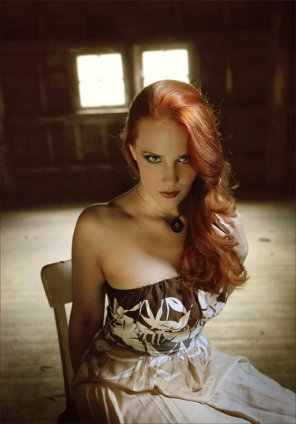 amateur photo Simone Simons looking lovely.
