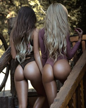 amateur photo Juli Annee & Lyna Perez