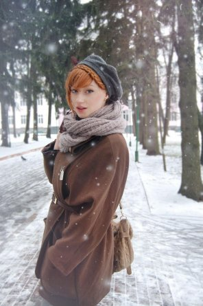 amateur photo Beautiful redhead in the snow