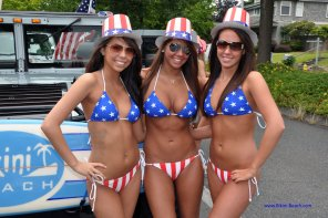 amateur photo USA Bikini Girls on Parade [Tons MIC]