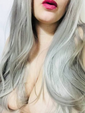 amateur photo Just got a per[f]ect Daenerys Targaryen wig in the mail! Excited to style it!