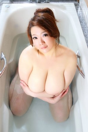 amateur photo in the tub