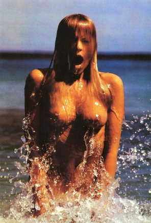 amateur photo Pirelli Callendar Girl April 1974