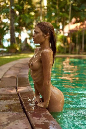 amateur photo Julia Yaroshenko wet
