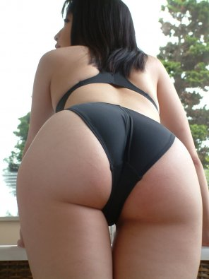 amateur photo Black swimsuit