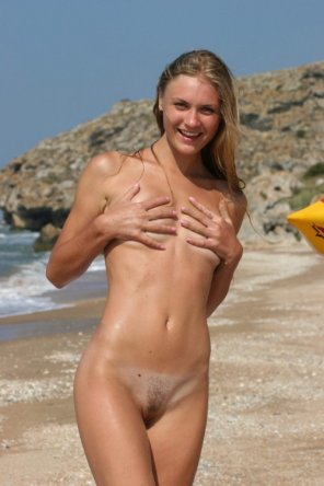 amateur photo Beach beauty covering up her tiny tits