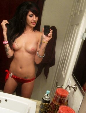 amateur photo Tattooed and pierced babe