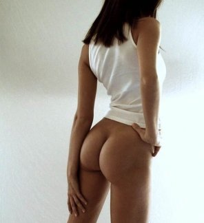 amateur photo Emily Ratajkowski's perfectly shaped ass