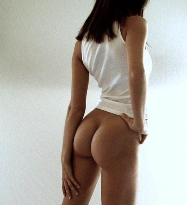 Emily Ratajkowski's perfectly shaped ass Porn Photo