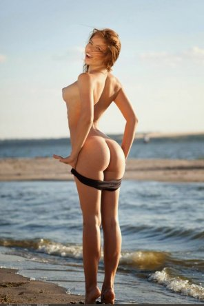amateur photo Gorgeous Teen At The Beach